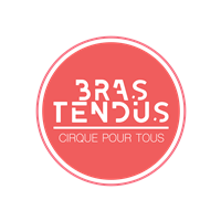 Association - bras tendus