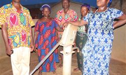 Puits réhabilité   Pompe Neuve à Ahouétougbé - ACAMO Jumelage Cantons Ménigoute (France) et Ountivou (Togo)