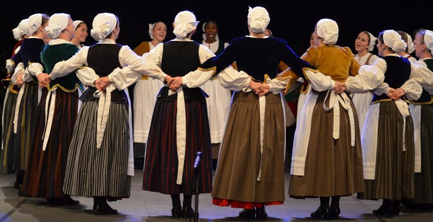 Akelarreko dantzariak Argentinako Euskal Astera gonbidatuak! - Akelarre