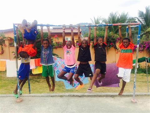 Achat d'un mini-bus pour les trajets scolaires - Solidarité Enfants du Cameroun