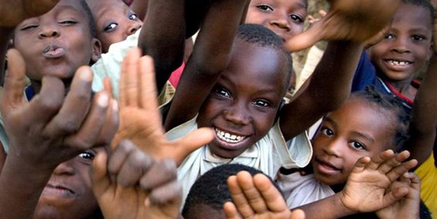 spécial Noël pour les orphelins dénommée : donner un sourire, par  Mpesa Airtel  - WIN-MULTISERVICES