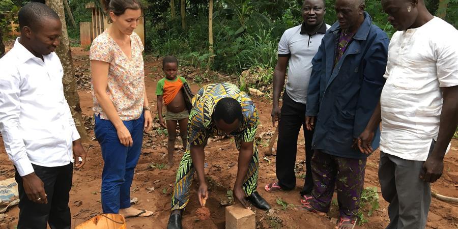 INFIRMERIE : première pierre posée - Benin Tchite