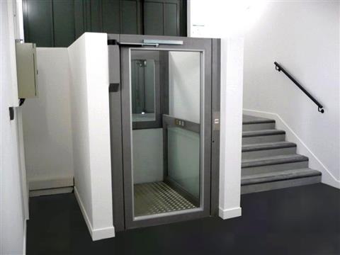 Ascenseur personnel PMR pour rendre accssible le 1er étage de la maison - La maison du Patou