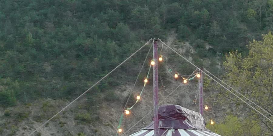 Un chapiteau pour le festival du cirque ! - Cyrk Nop