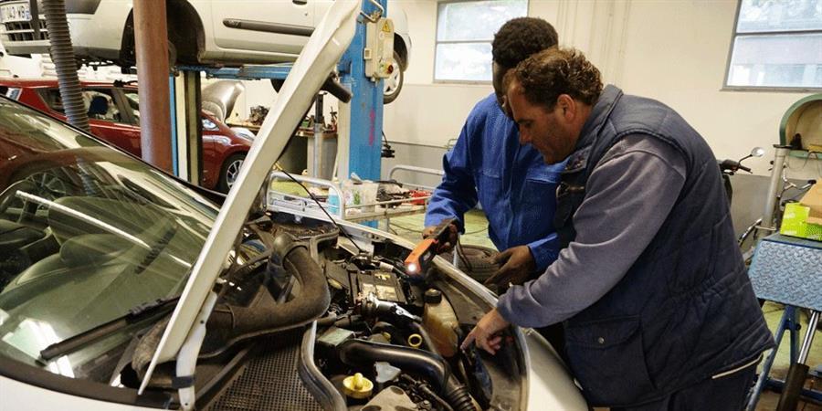 Un camion de d pannage pour le garage solidaire - Garage solidaire essonne ...