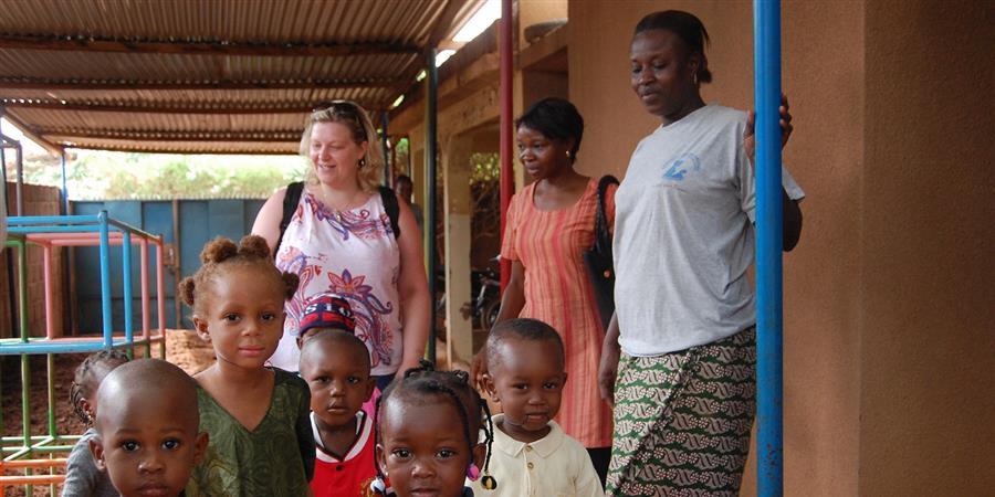 Une éducatrice au Burkina Faso !   - Planète Enfants & Développement