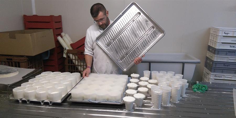 Soutien à Yannis, producteur de lait de chèvre Bleu-Blanc-Coeur ! - Fonds Bleu-Blanc-Coeur