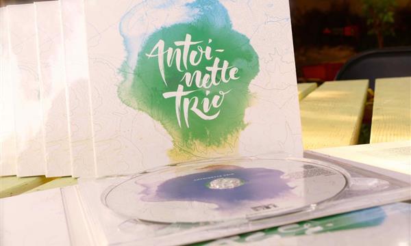 Je veux le nouveau disque d'Antoinette trio !  - Trois fois deux plus un