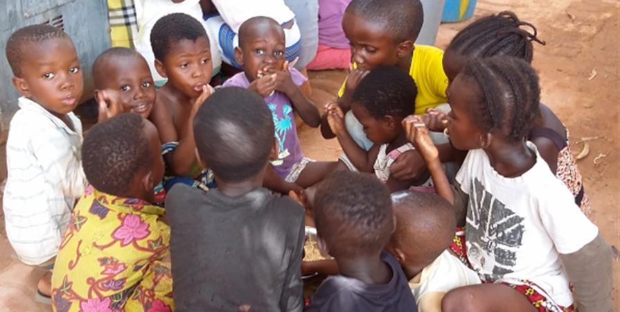 Au BURKINA, un Centre aéré - CINÉMA - KAMBA  Solidarite Burkina
