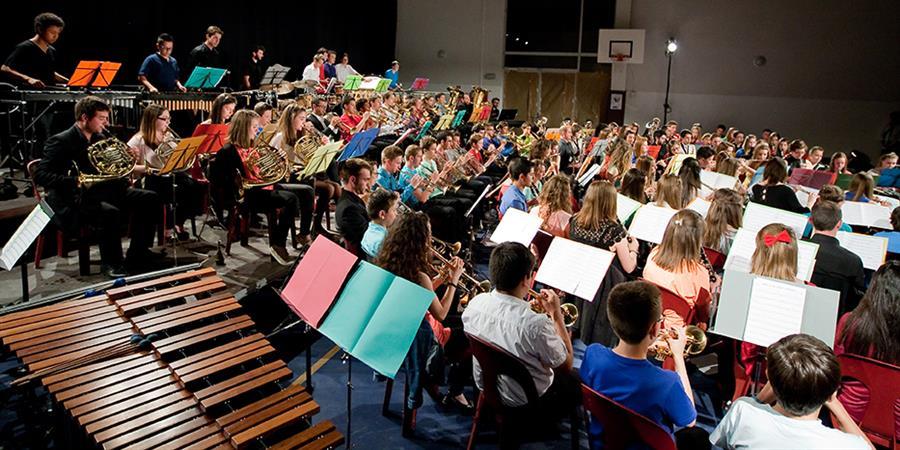 100 jeunes stagiaires de l'UML enregistrent la musique de Fidel Fourneyron. - Union Musicale des Landes