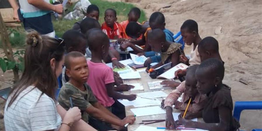 Matériel pour du soutien scolaire et construction du bureau associatif au Togo - Alpha B France Togo