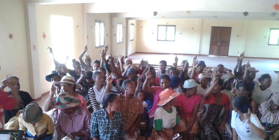 Aide à la réinsertion sociale des jeunes femmes issues de familles de lépreux. - Electr'eau-Partage