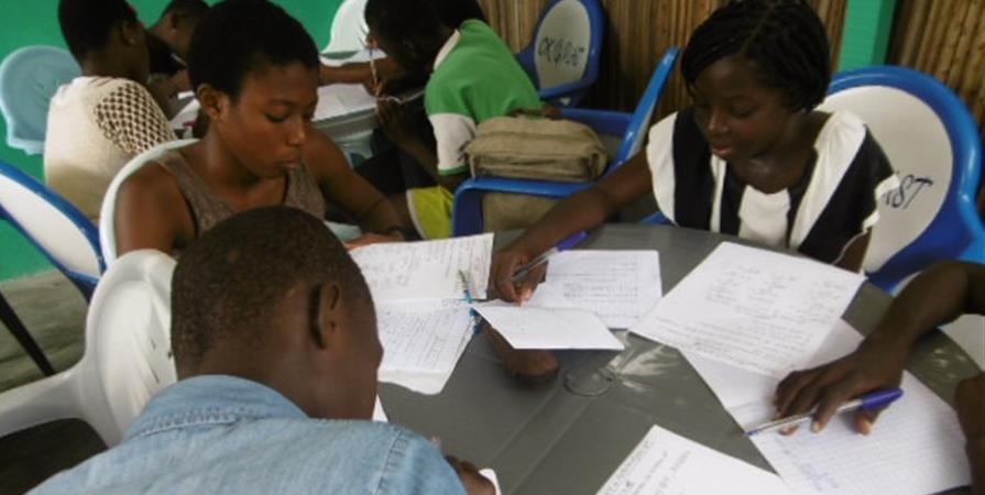 Soutien scolaire pendant les vacances - AIM-Association Imagine le Monde