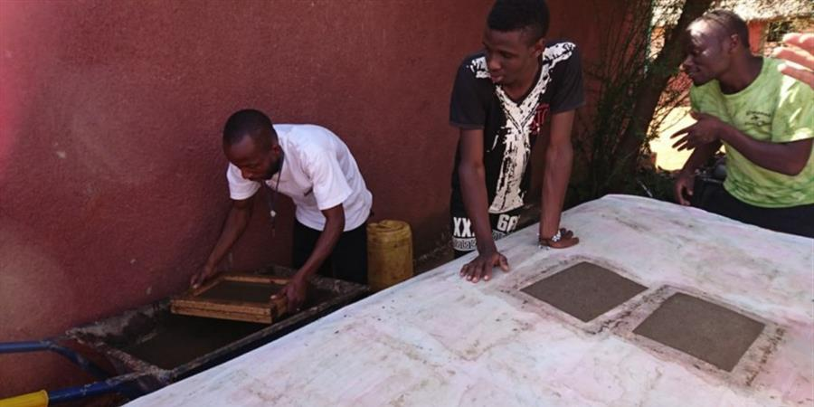 Entretien et Fonctionnement de la Fabrique de Papier recyclé en bouse d'éléphant - SENS SOLIDAIRES