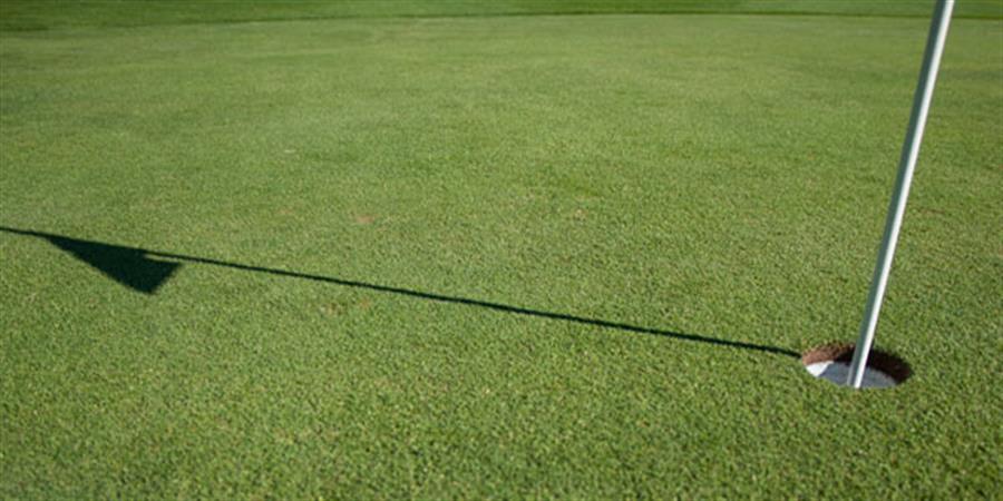 Construction du putting green sythétique - Association Golfique de l'Auxerrois