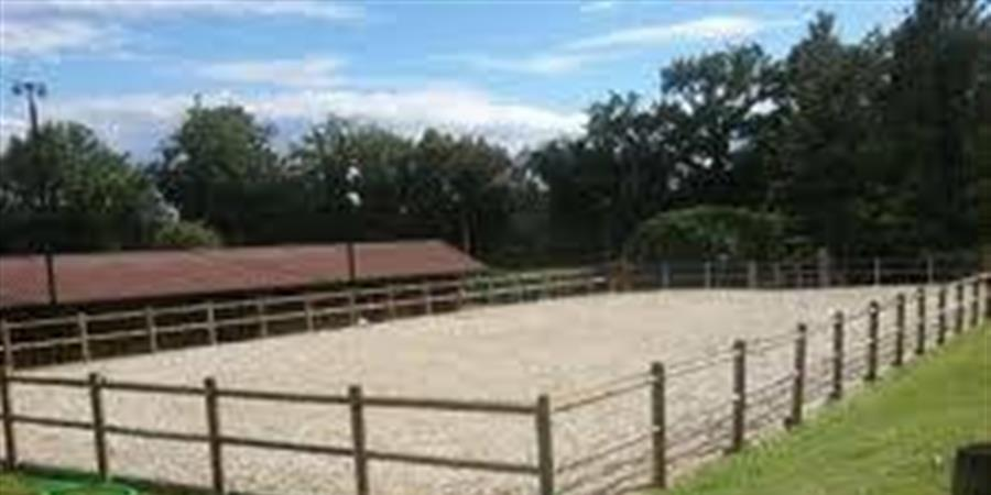 construction d'une carrière d'équitation en sable - le cher a cheval