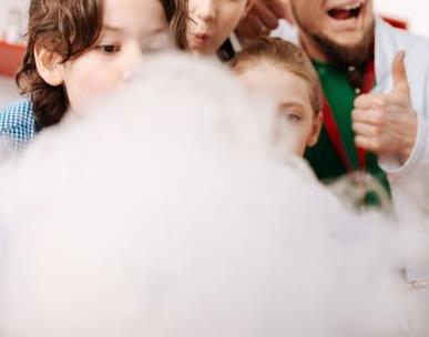 """ATELIER COMPLET """" Faîtes des bulles de savon géantes ! """" - séance de 15h30 - Lacq Odyssée, Centre de science et technologie (CCSTI) des Pyrénées-Atlantiques et des Landes"""