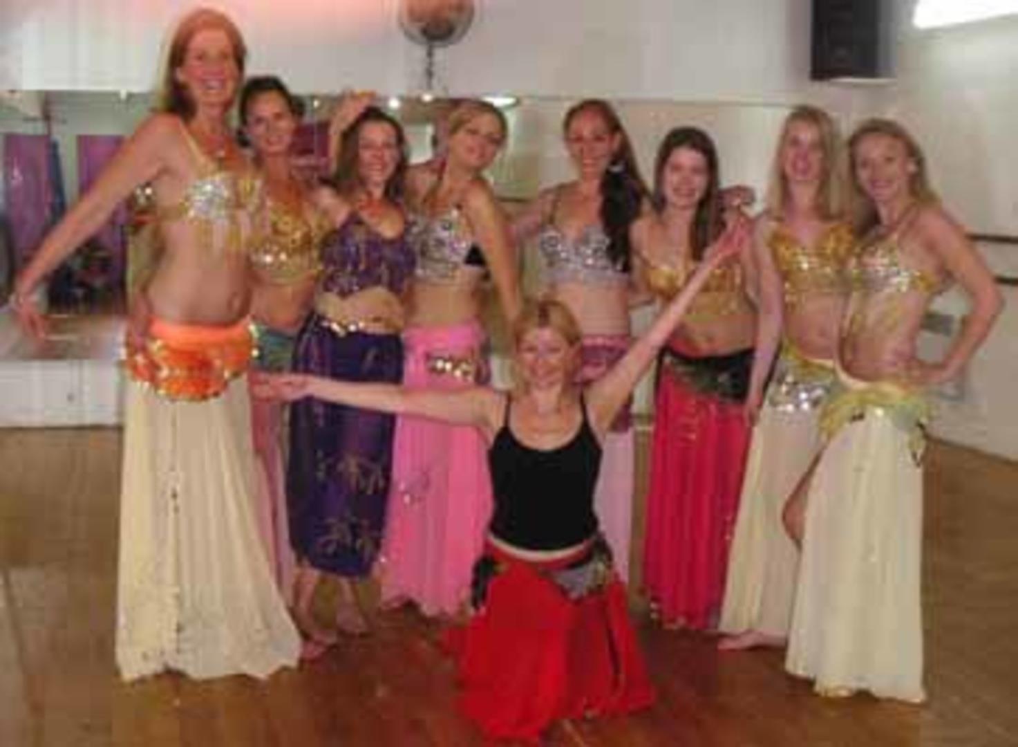 Cours pour EVJF - Association Almée Belly Dance