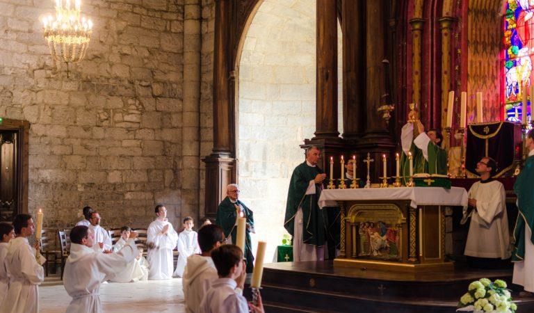 Faire célébrer une messe - Sanctuaire ND de Rocamadour - Association diocésaine de Cahors