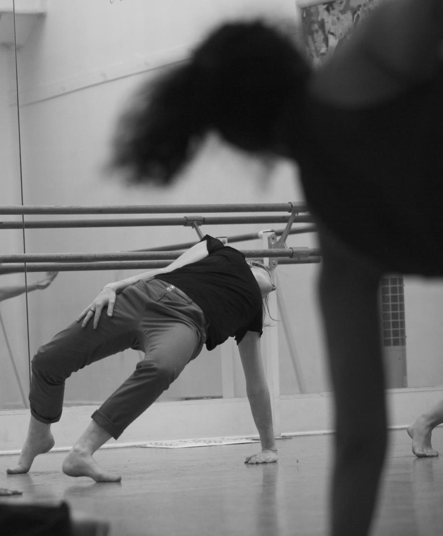 Cours danse contemporaine - Cie Mineola