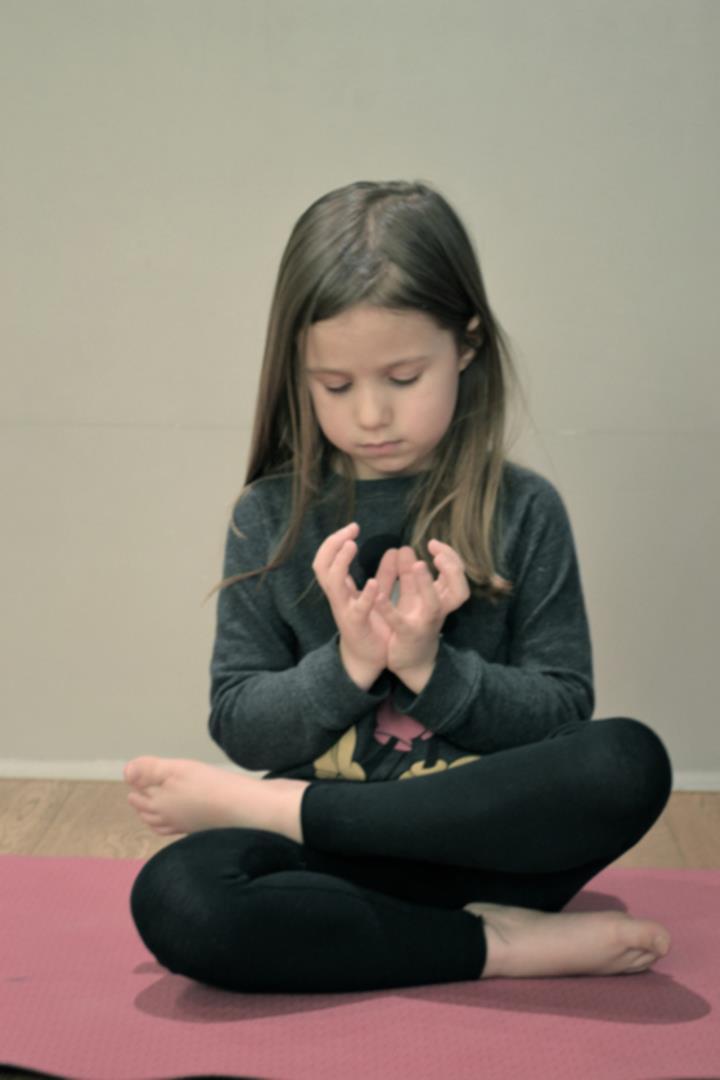 Yoga enfants - Julie Portanguen et l'association L'éveil et l'envol
