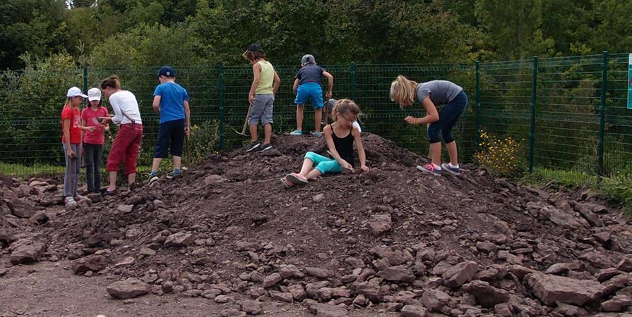 Atelier fouille et dégagement de fossiles 1 (30.07.19)  - Espace Pierres Folles