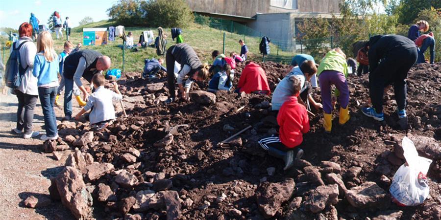 Atelier fouille et dégagement de fossiles 2 (06.08.19)  - Espace Pierres Folles