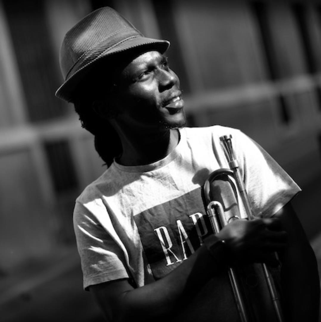 Fanfare afrobeat avec Muyiwa Kunnuji & David Rekkab - Festival Les Suds, à Arles