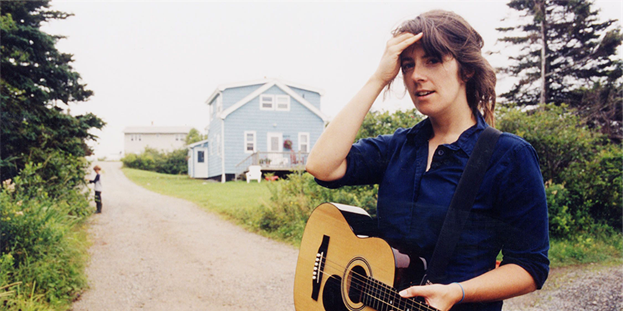Julie Doiron + Early Day Miners - Des Pies Chicaillent