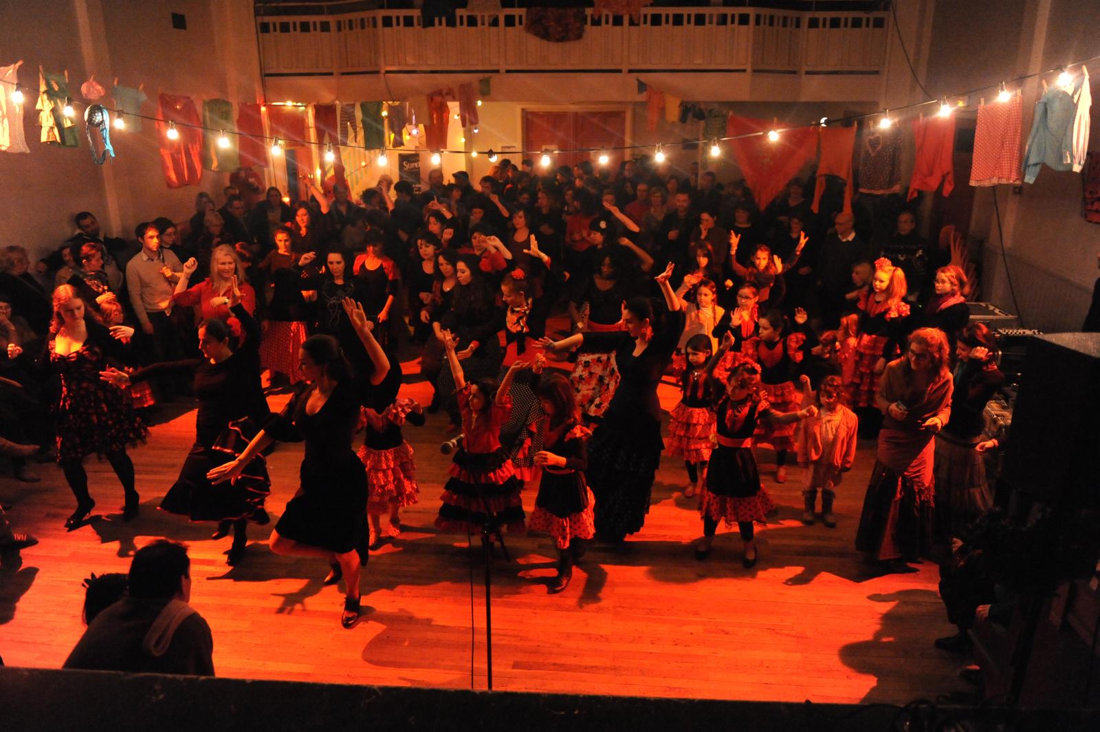 Flamenco Débutants - LA CECILIA (Cécile Cappozzo)