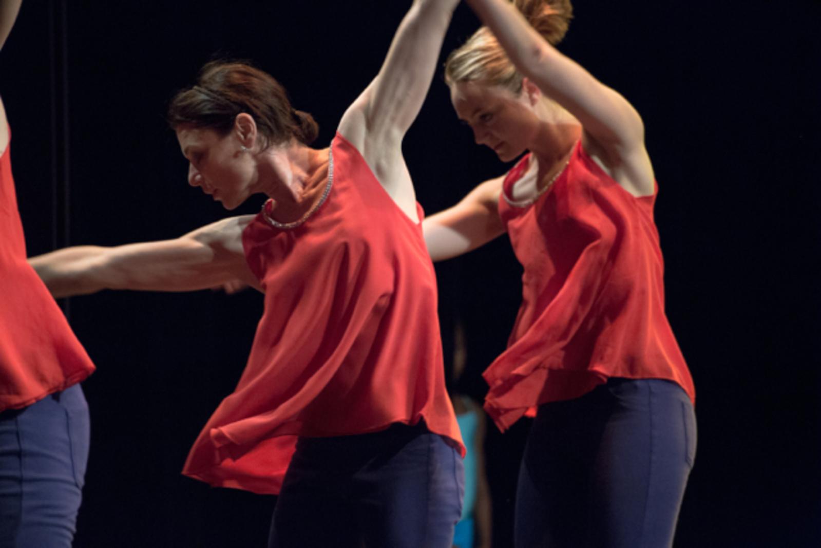 Atelier de danse contemporaine - Julie Portanguen et l'association L'éveil et l'envol