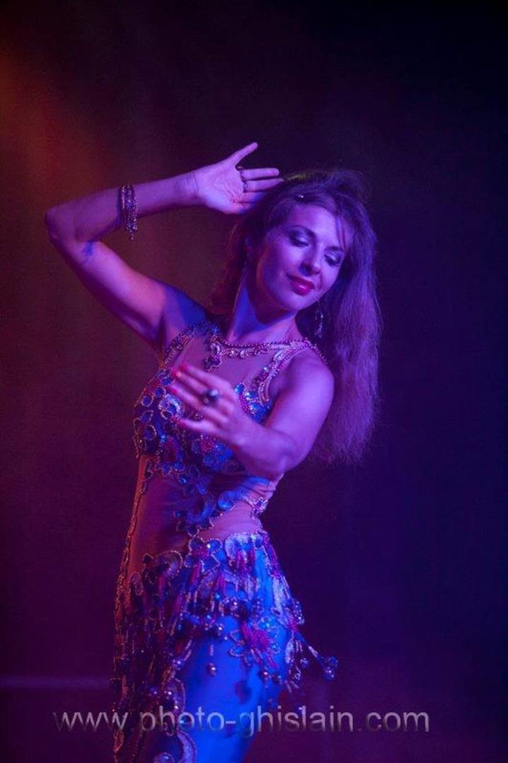 Cours de danse égyptienne et fusion - Centre Linguistique et Culturel Tout Horizon
