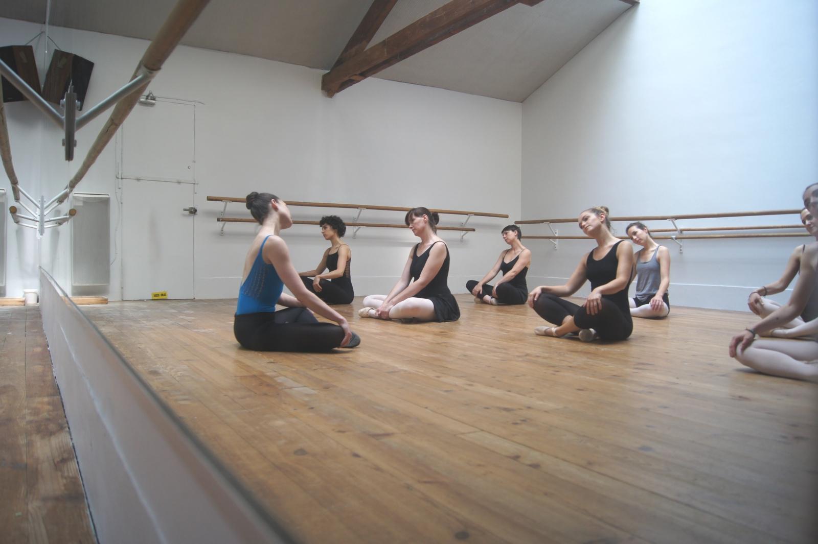 Barre au sol - Académie de Danse du 17ème