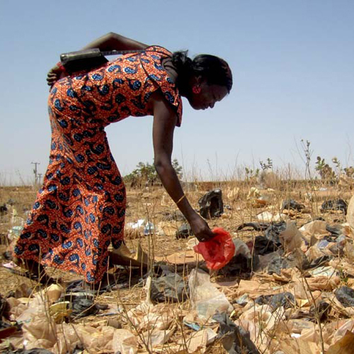 pollution burkina faso afrique solution sac plastique recyclage