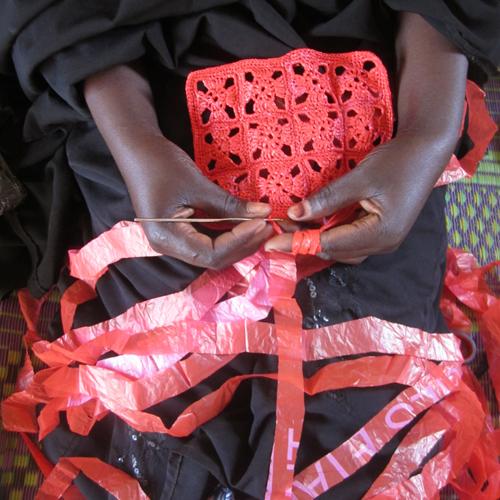 recyclage sac plastique solution afrique burkina faso artisanat design éthique environnement