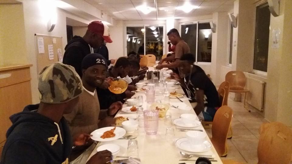 Un repas au centre