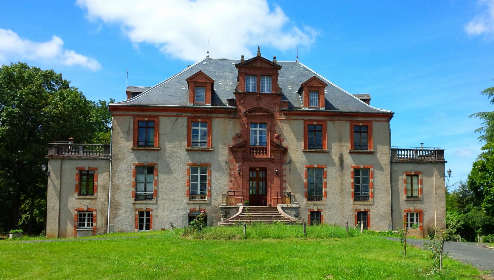 Château (2017)
