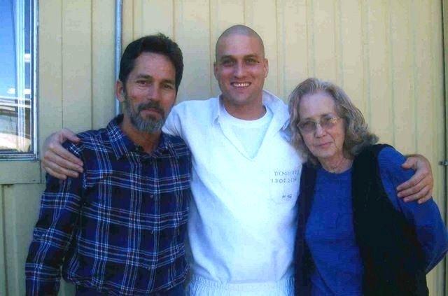 Avec son père et sa grand-mère