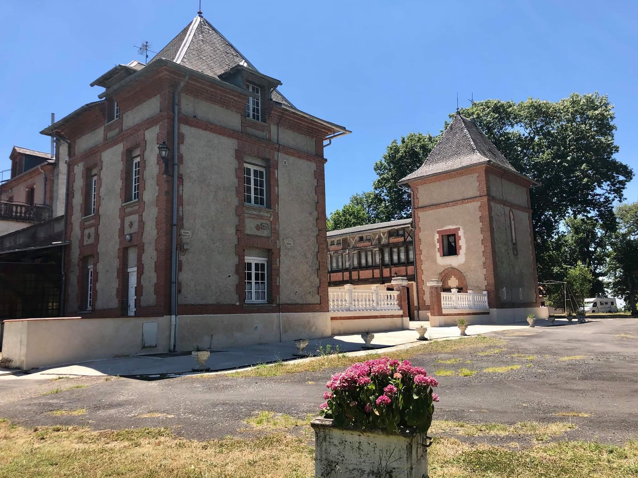 Château (2019)